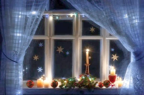 сніжинки на вікні