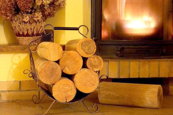Добре, якщо у вас в будинку завжди зберігається черговий запас дров