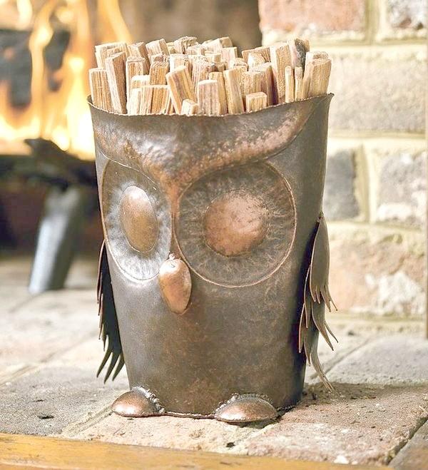 Оригінальна дровница-сова. Фото з сайту plowhearth.com
