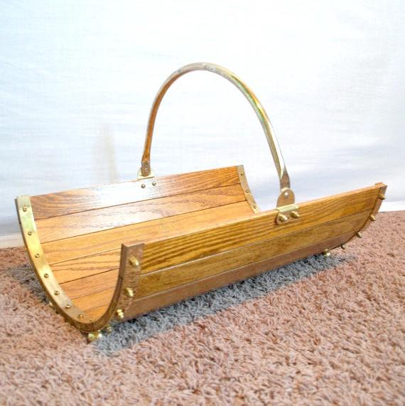 Дерев'яна дровница-полубочонок. Фото з сайту etsy.com