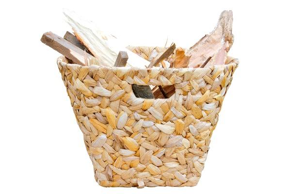 За підставку для дров можна пристосувати корзинку поекзотічнее, з ротанга або абаки