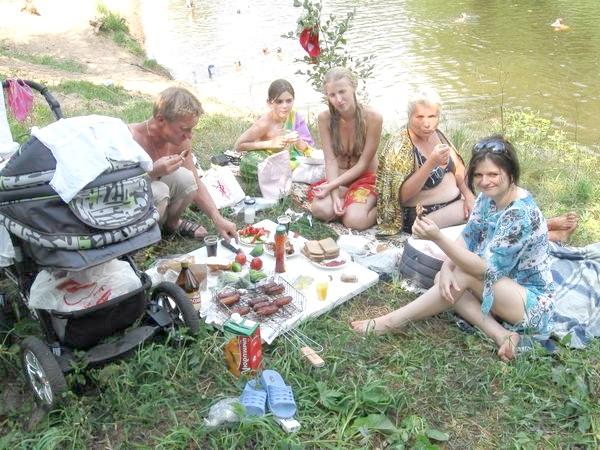 Дача біля річки