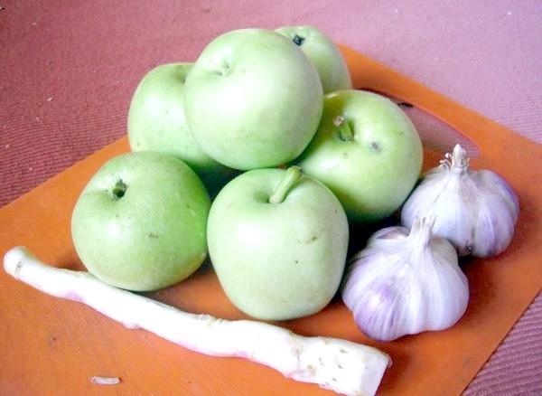 Яблука з хріном