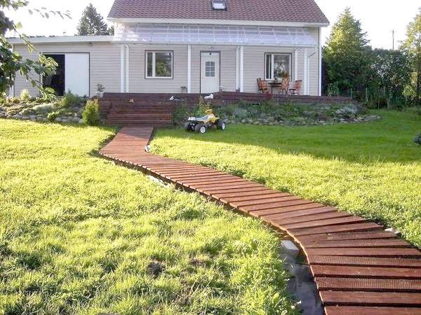 Садові доріжки з дощок