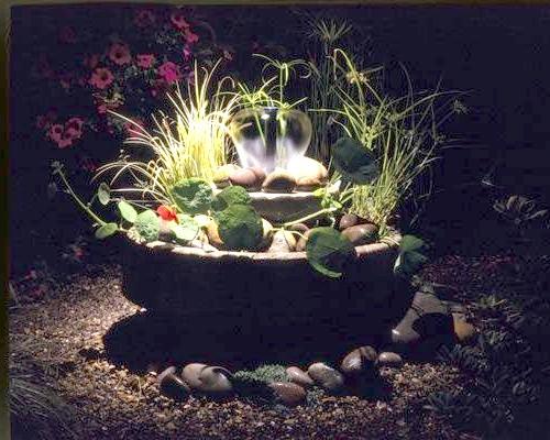 Садовий фонтанчик з підсвічуванням