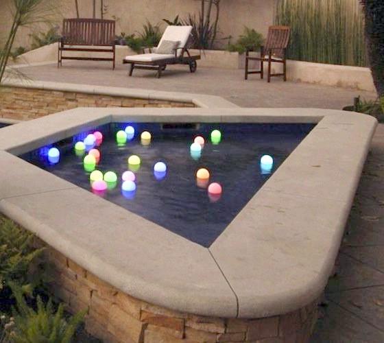 Світлові кулі для садового водоймища