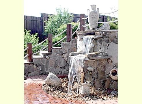 Фонтан, водоспад з вазою