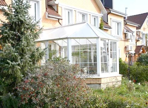 Домашня оранжерея крита полікарбонатом