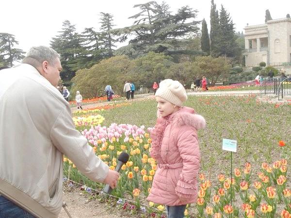 Діана розповідає, що тюльпани вирощує її дідусь