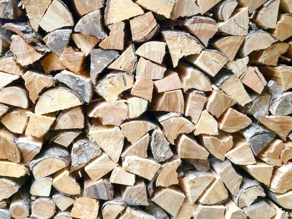 Як і де зберігати дрова