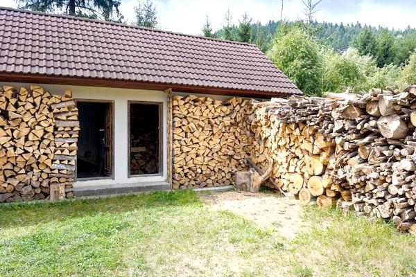Стіна з дров
