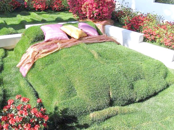 Декоративний штучний газон
