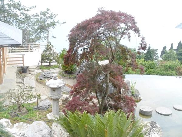 Ліхтарі - атрибути японського саду