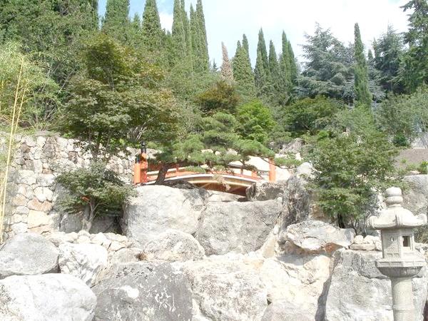 Дугоподібними містки - атрибути японського саду