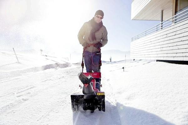 Електричний снегоуборщик