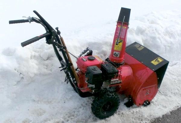 Самохідний снігоприбирач Honda
