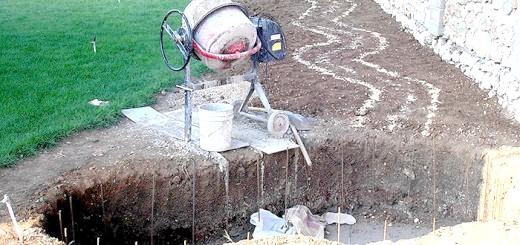 Зображення процесу бетонування котловану для ставка