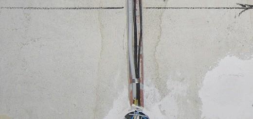 Фото штроба з проводами і підрозетників