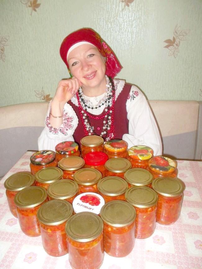 Результат моєї праці - салат & amp; quot-Грецька & amp; quot- (заготівля на зиму). Дві порції.