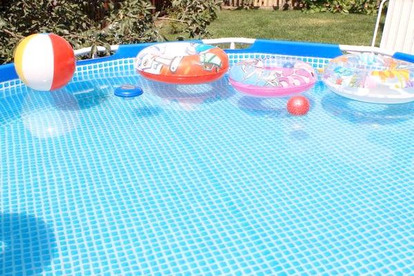 чиста вода в басейні