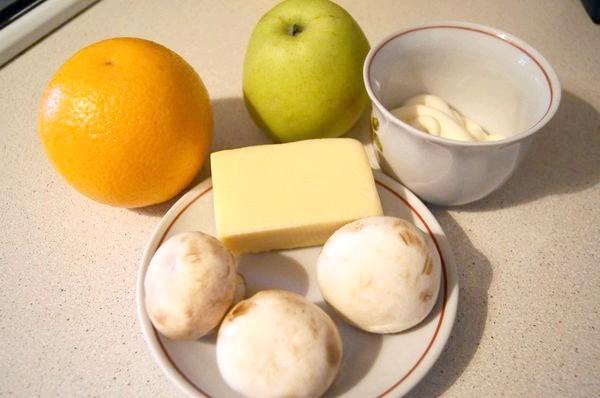 Салат з грибами та фруктами
