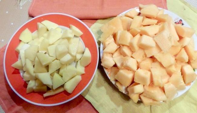 Гарбуз і картоплю ріжемо кубиками