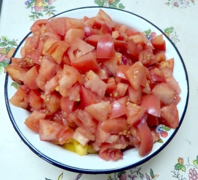 В помідори кладемо спеції