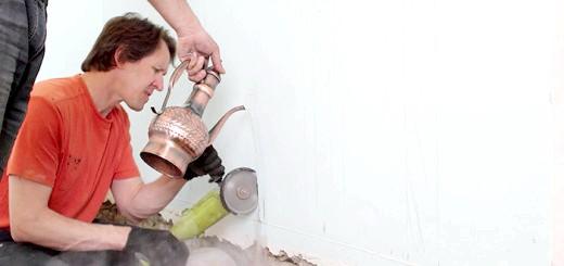 Фотографія процесу штробления стіни, eurosantehnik.ru