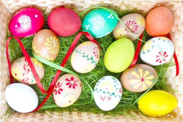 Фото - 10 Популярних способів фарбування яєць до великодня