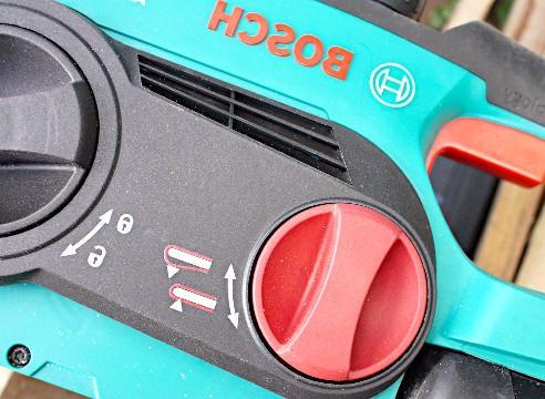 підтяжка ланцюга пила Bosch AKE 30 LI