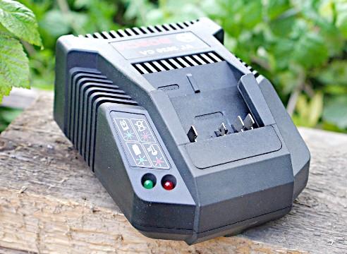 зарядний пристрій Bosch AKE 30 LI