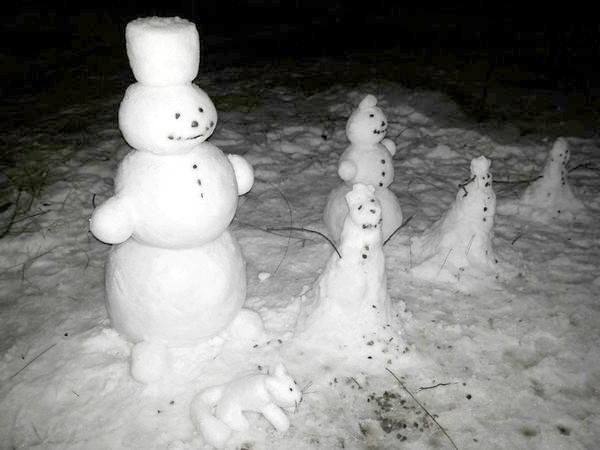 Фото - Зимові дачні забави: ліпимо сім'ю сніговиків